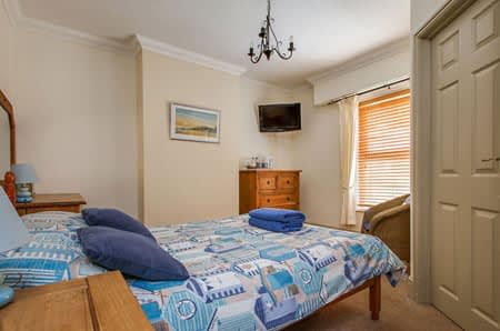 Alternative view of the rear double bedroom at Alverstone B&B