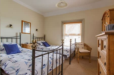 Alternative view of the twin ensuite B&B room at Alverstone in Sheringham